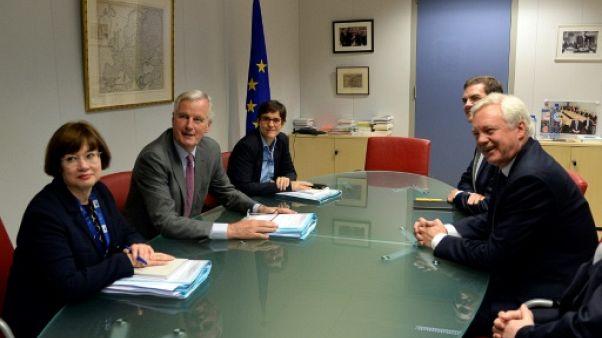 """Négociations sur le Brexit: l'UE et Londres dans le """"coeur du sujet"""""""