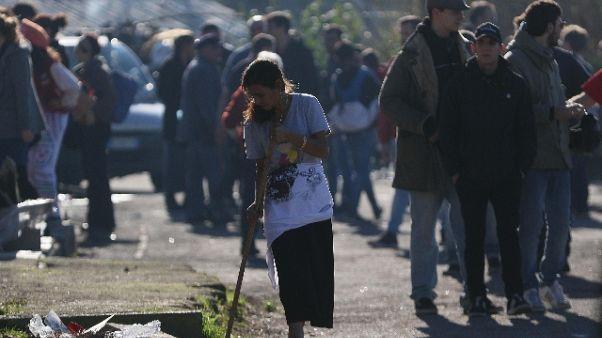Sequestrato campo rom di Scampia