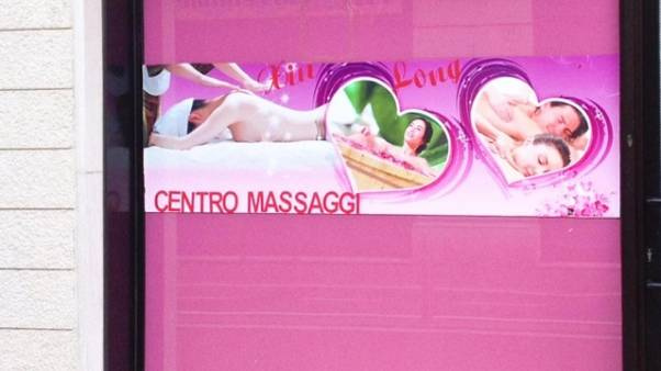 Centri massaggi, cliente dovrà dare dati
