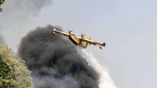 Incendi: case evacuate nel Pisano