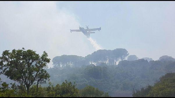 Incendi: Canadair in azione nel Nuorese