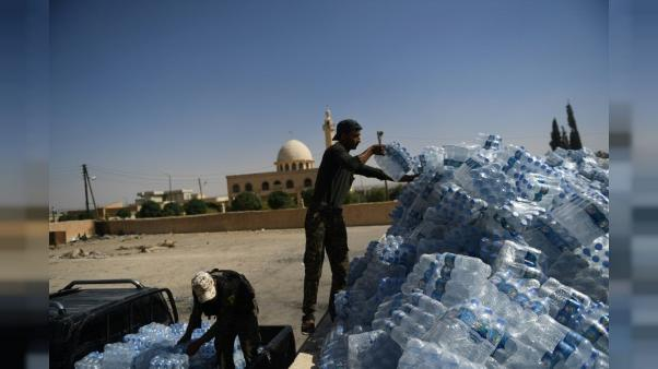 Sur le front de Raqa, plats faits maison et glaces pour les combattants