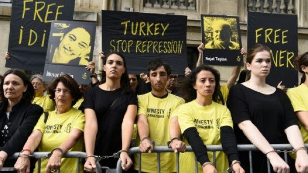 Arrestations en Turquie: Amnesty manifeste devant l'ambassade à Paris