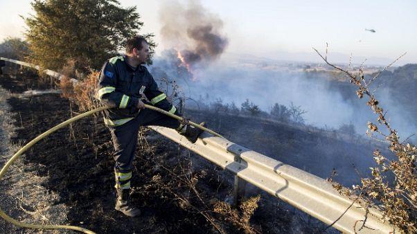 Incendio lungo tratto A1 vicino a Roma