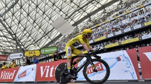 Tour de France: les cyclistes reçus comme des footballeurs au Vélodrome