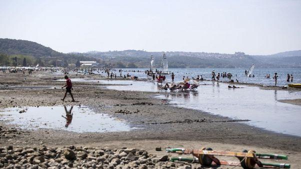 'Livello lago Bracciano mina ecosistema'