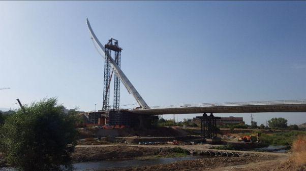 Posata a Cosenza antenna ponte Calatrava
