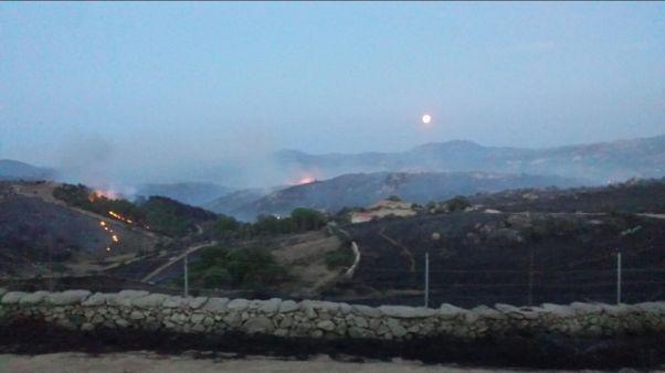 Incendio in Gallura, turisti evacuati