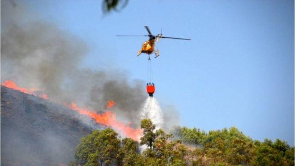 Incendi: fiamme minacciano due resort