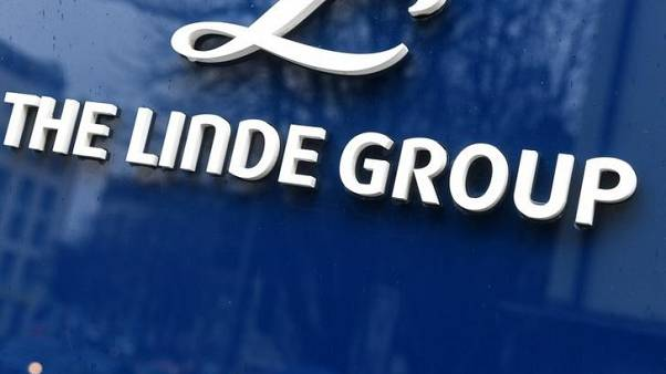 Linde says Praxair merger process on track