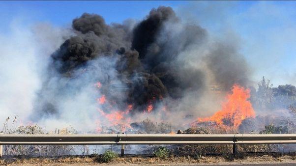 Incendi: evacuato stabile con migranti