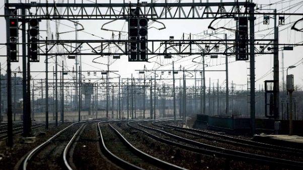Annuncia falsa bomba:alt treno,arrestato
