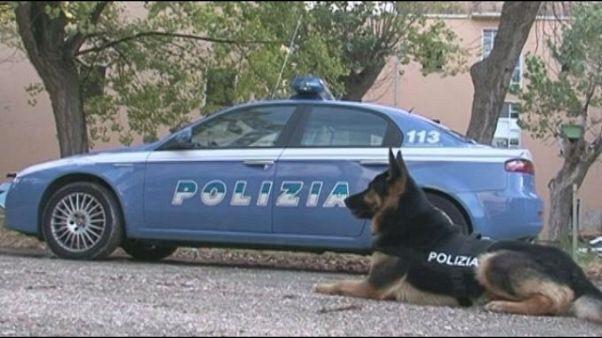 Cane polizia trova eroina, suona clacson