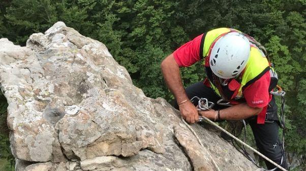 Donna alpinista chiede aiuto con un'app