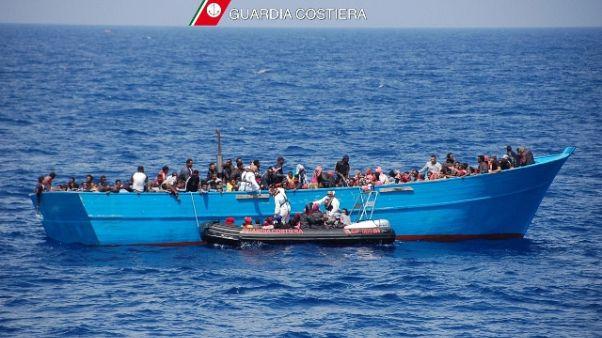 Migranti: 385 soccorsi su tre gommoni