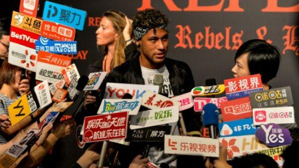 Transfert: promotion et séduction pour Neymar, au coeur des spéculations, à Shanghai