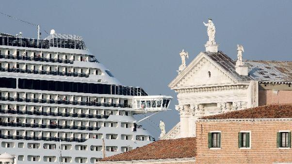 Ambientalista, a Venezia con maschera