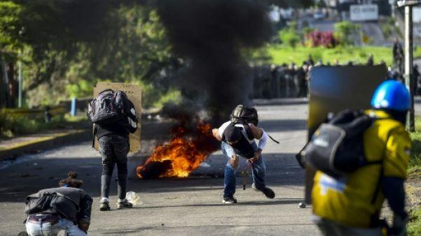 """Venezuela: """"Que dieu nous vienne en aide!"""", le désarroi de l'opposition"""