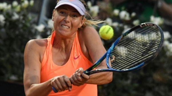 Tennis: Sharapova, invitée, passe le premier tour à Stanford