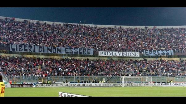 Palermo: in fiamme botteghino stadio
