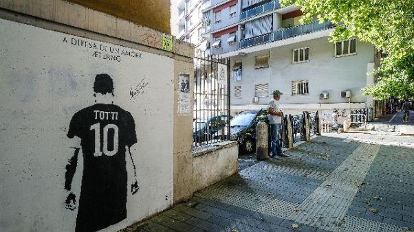 Imbrattato murale Totti: condanna Malagò