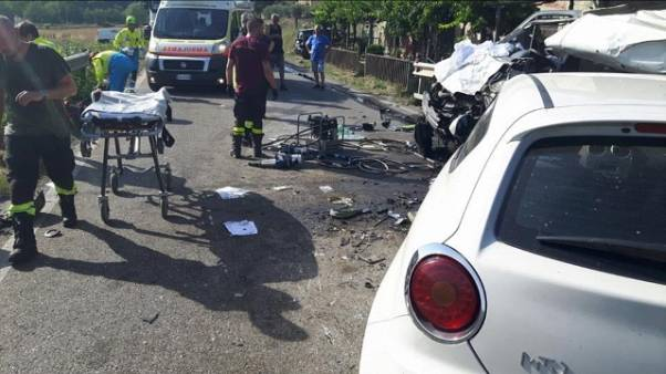 Scontro bus, furgone e 4 auto, 60 feriti