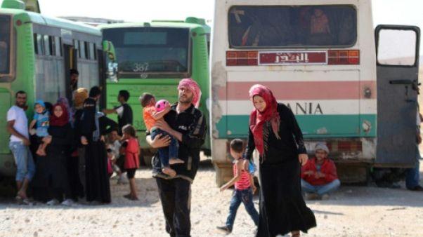 Evacués du Liban, des réfugiés et des jihadistes arrivent en Syrie