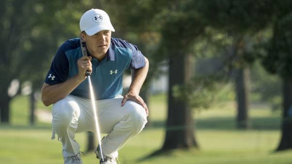 Spieth gives long-range putting clinic