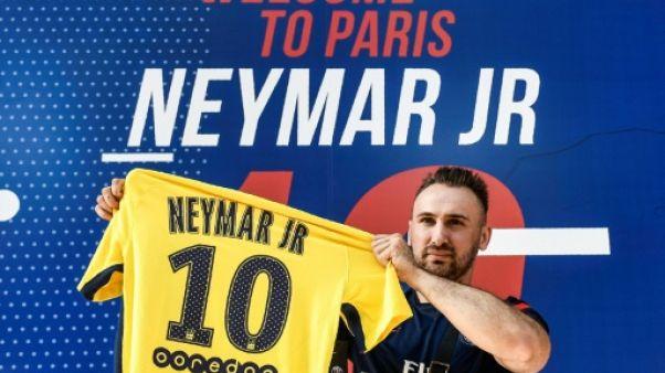 Neymar au PSG: plus de 10.000 maillots vendus en une journée