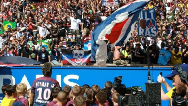Ligue 1: dans l'ombre de Neymar, Lyon et Saint-Etienne réussissent leur rentrée