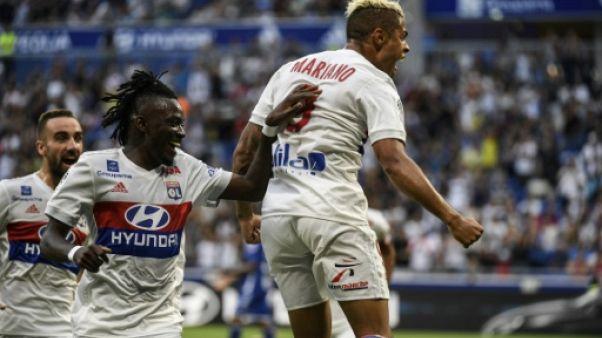 Ligue 1: deux doublés de Mariano et Fekir propulsent Lyon en tête