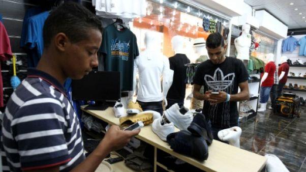 Payer via smartphone, une solution au manque de cash en Libye