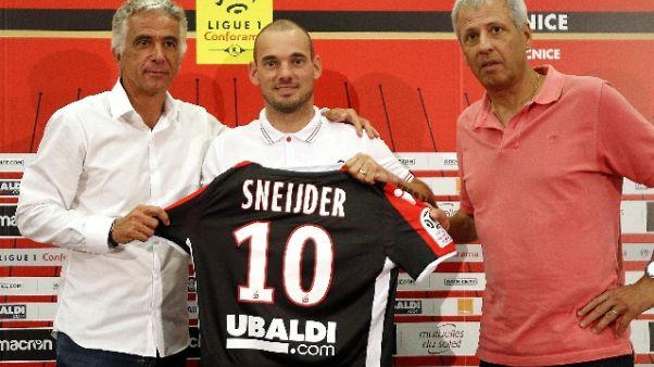 Nizza: ecco Sneijder, sfida al Napoli