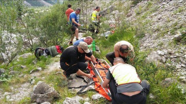Escursionista cade in canalone e muore