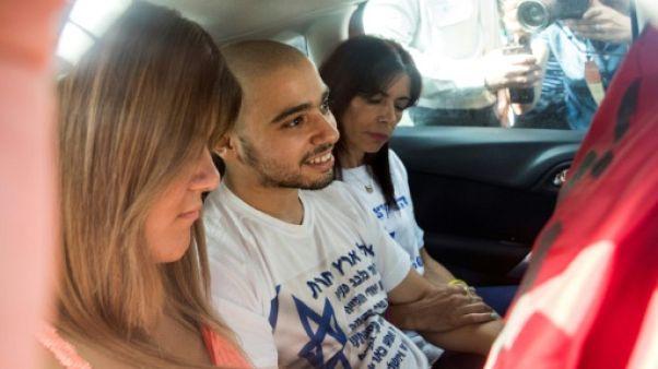 Un soldat israélien ayant achevé un assaillant palestinien entre en prison