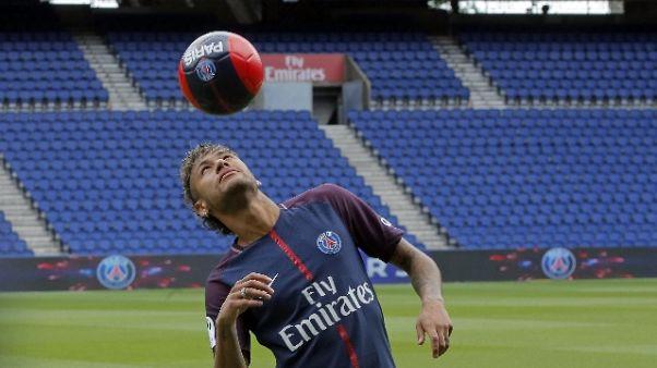 Neymar reclama 26 mln dal Barcellona