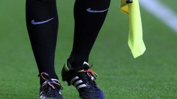 Angleterre: un arbitre de foot homosexuel s'attaque à l'homophobie