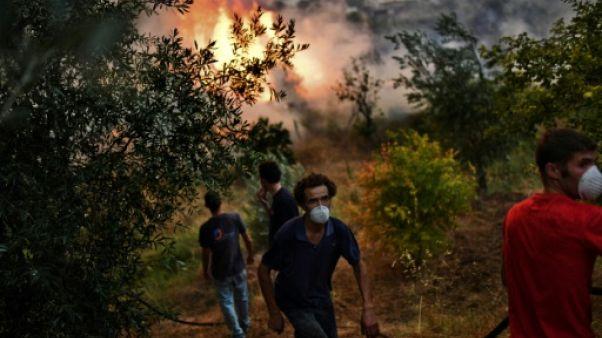 Incendies au Portugal: plus de 2.000 pompiers toujours mobilisés