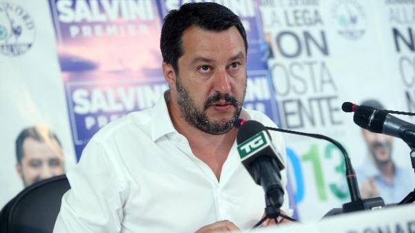 Salvini a Saviano,fatti vita a spese tue