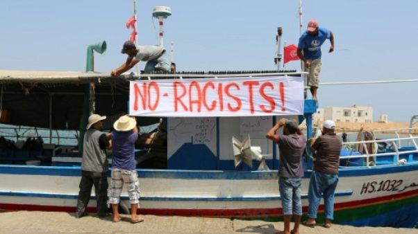 Méditerranée: le navire anti-migrants repart sans accepter l'aide d'une ONG