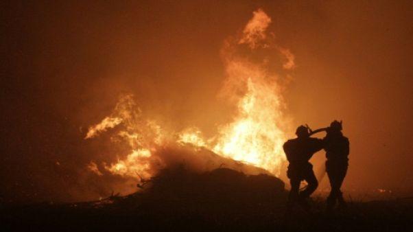 De violents incendies font rage au Portugal et en Corse