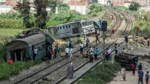 Accident de train en Egypte: six secouristes sanctionnés pour des selfies