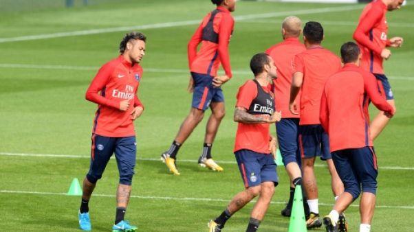 Neymar au PSG: après les présentations, la grande première