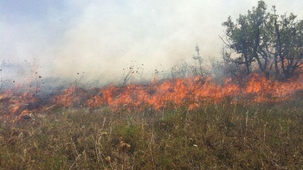 Incendi:Litoranea Taranto,evacuate ville