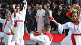 Papa in Colombia, saluta vittime guerra