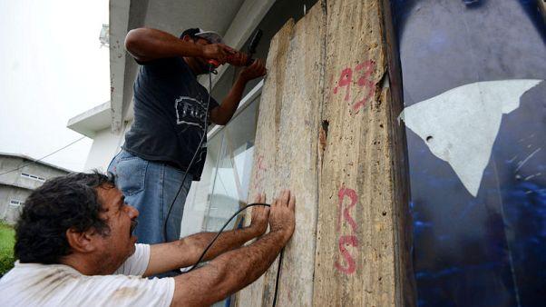 Hurricane Katia spins off Mexico Gulf coast, menaces Veracruz