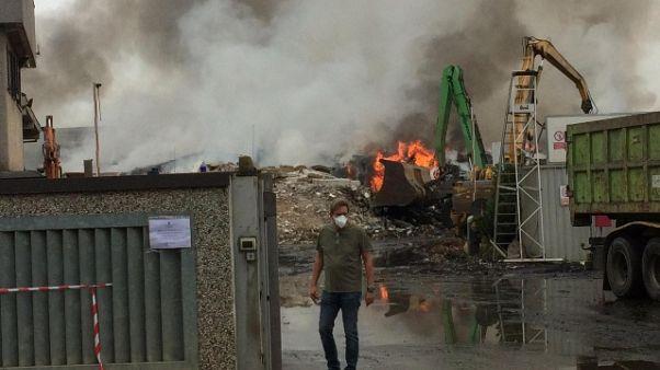 Incendio Mortara, ancora fiamme