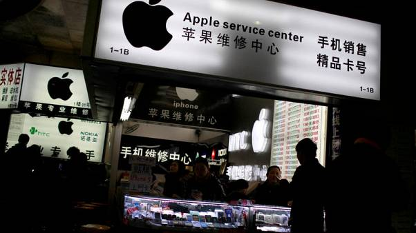 Lucky 8? $1,000 price tag dampens iPhone enthusiasm in China
