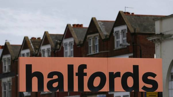 Halfords names Dixons Carphone executive as new boss