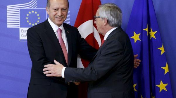 Juncker chides EU candidate Turkey, upbeat on Western Balkans